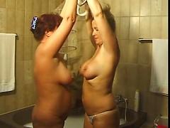 Lesbo Bath Tub Fun